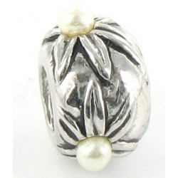 Blomst og hvid perle